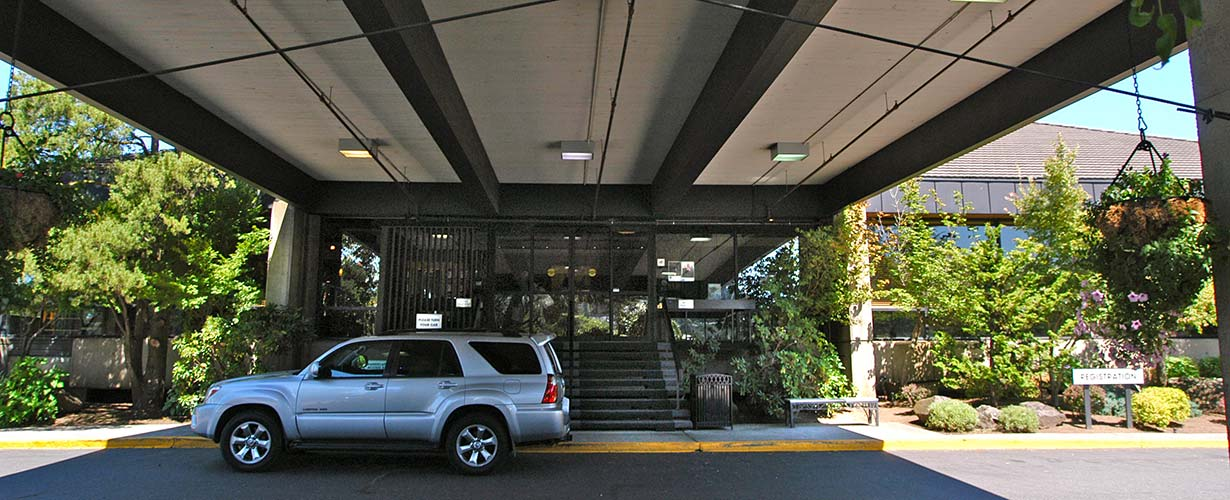 Hood River Inn Entry